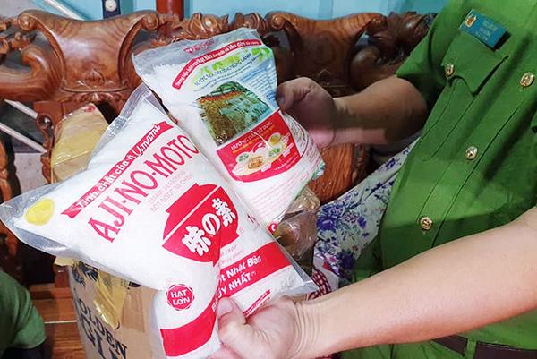 Mì, chính, bột nêm giả do Phan Tuyến bán với giá thấp hơn rất nhiều hàng thật nên rất được nhiều người tiêu dùng ưa chuộng mà không lường được tác hại của nó (Ảnh: HC)
