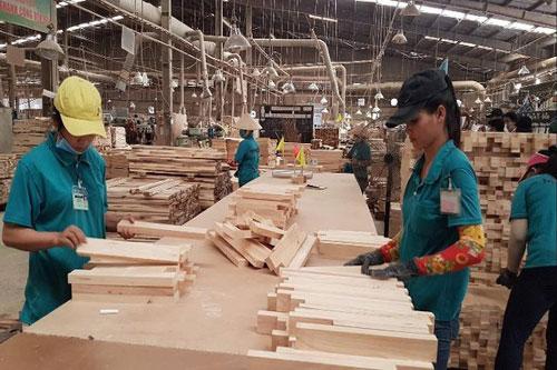 Nhiều doanh nghiệp gỗ khôi phục được 50-60% hoạt động sản xuất kinh doanh