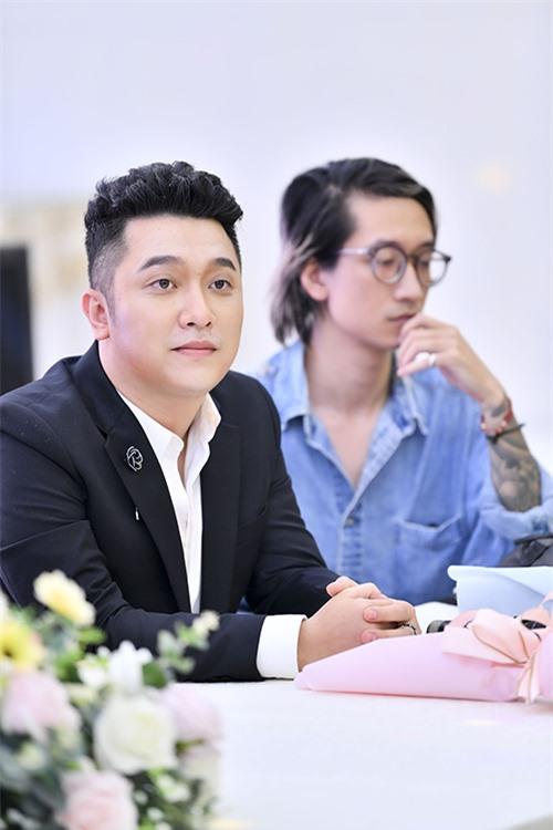 Yanbi ban đầu có chút bối rối vì vào vai một cậu học trò mới lớn khi đã gần 30 tuổi nhưng nhờ sự giúp đỡ của Dương Trường Giang nên mới tự tin hơn.
