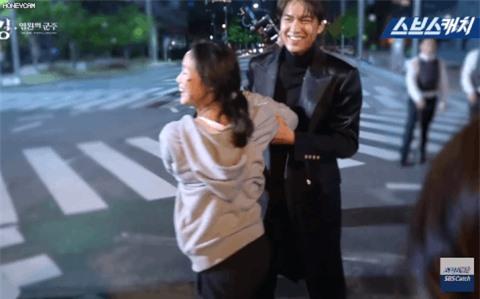 Bằng chứng Lee Min Ho hẹn hò sao nữ 'Quân vương bất diệt' Kim Go Eun - Ảnh 2
