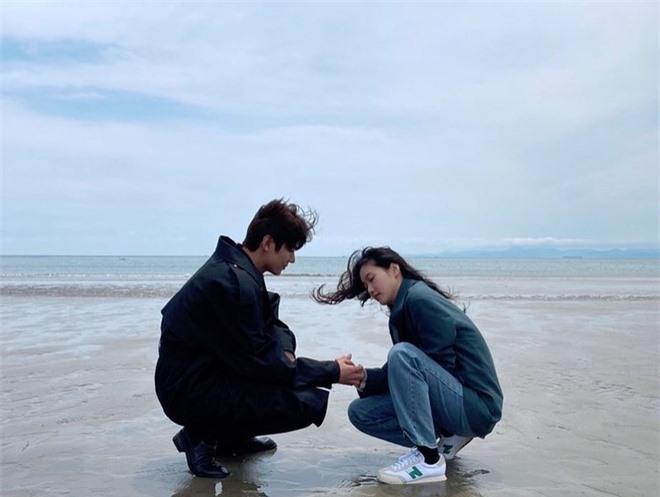 Bằng chứng Lee Min Ho hẹn hò sao nữ 'Quân vương bất diệt' Kim Go Eun - Ảnh 9
