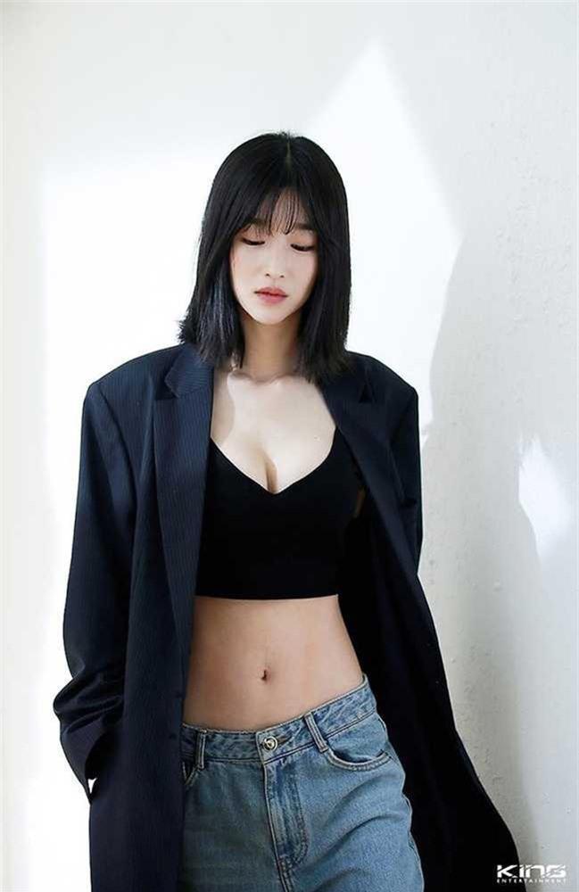 'Điên nữ' Seo Ye Ji sở hữu mình hạc xương mai - vòng eo siêu thực - Ảnh 10