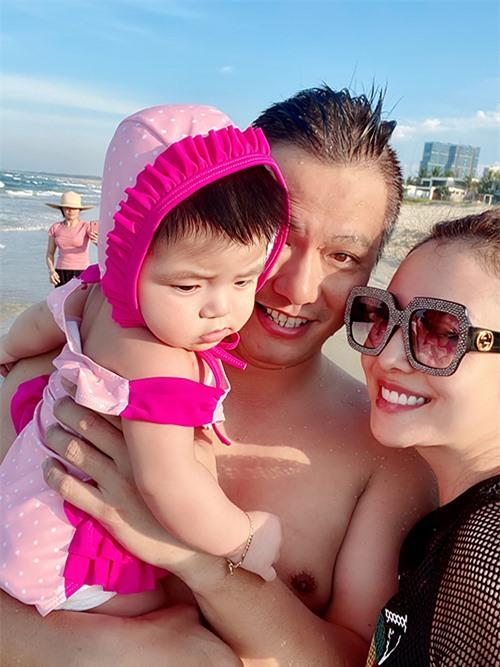 Bé Nấm là trái ngọt thứ ba trong cuộc hôn nhân của hoa hậu Jennifer Phạm và doanh nhân Đức Hải. Cô bé tên thật là Phương Bình. Hoa hậu từng cho biết cả hai vợ chồng cô đều thích có đông con nên đã chủ động lên kế hoạch sinh bé Nấm.