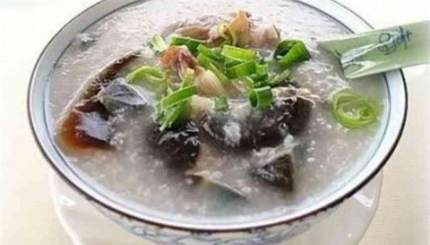 Món cháo gạo lứt hải sâm có tác dụng chữa tình trạng suy nhược cơ thể, mất ngủ và tốt cho người bị viêm gan B