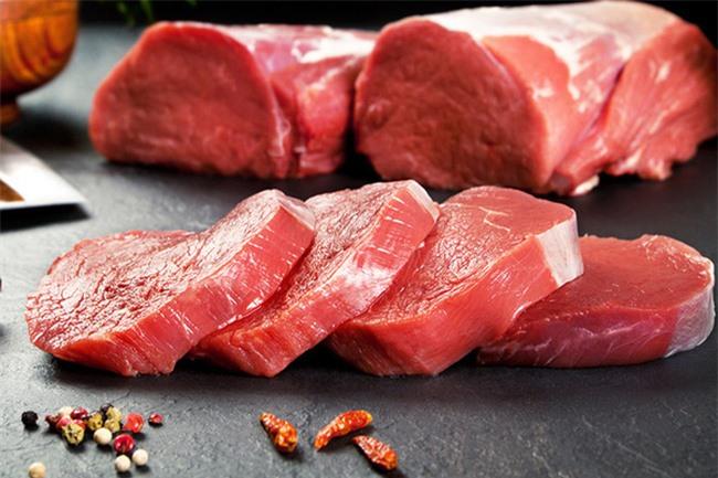 khi bị táo bón, bạn nên kiêng ngay các món ăn từ thịt đỏ để đảm bảo hệ tiêu hóa không làm việc quá sức