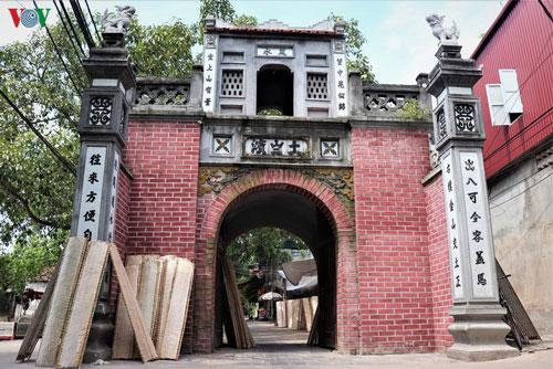Cổng làng Thổ Hà có kiến trúc đẹp, bề thế và vẫn mang nét đặc trưng của văn hóa truyền thống đồng bằng Bắc Bộ.