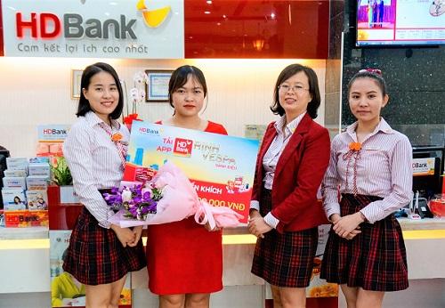 """64 khách hàng  nhận giải từ chương trình """"Tải App HDBank – Rinh Vespa sành điệu"""""""
