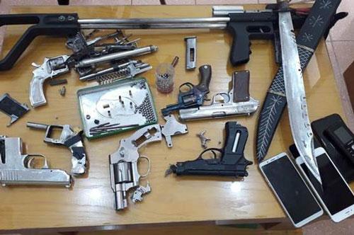 Quảng Ninh: Nhóm con nghiện tàng trữ ma túy và chế tạo, mua bán vũ khí quân dụng