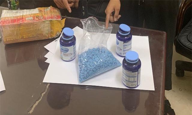 Đối tượng sinh năm 2003 cầm đầu đường dây buôn hàng chục nghìn viên ma túy tổng hợp - Ảnh 1.