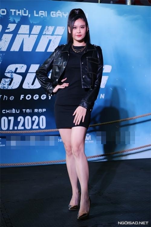Ca sĩ - diễn viên Trương Quỳnh Anh thì chọn tông đen cho sự kiện lần này.