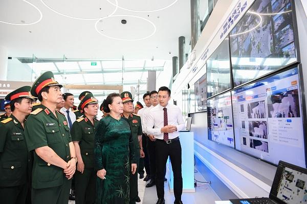 Chủ tịch Quốc hội cũng nhấn mạnh, Viettel là một thương hiệu mạnh, cần tiếp tục giữ vững vị trí số 1 về viễn thông của Việt Nam, có vị trí cao trong khu vực Đông Nam Á và nâng hạng ở Châu Á.