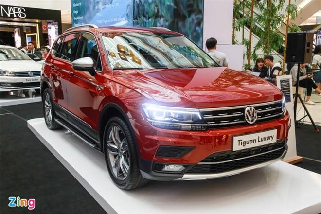 Volkswagen hỗ trợ giảm 50% phí trước bạ trên mẫu Tiguan Allspace Luxury, tương đương 90 triệu đồng.