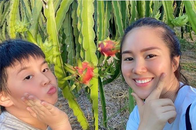 Lê Phương muốn bù đắp tình cảm tốt đẹp nhất cho con trai.
