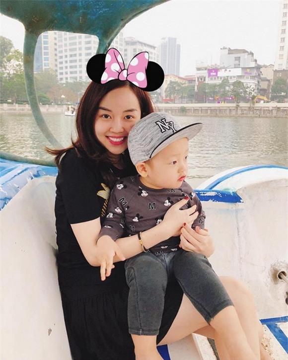 Ngoài việc kinh doanh, Ly Kute luôn cố gắng dành thời gian đi chơi cùng con.