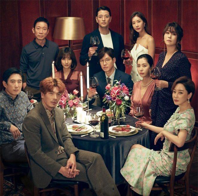 Top phim Hàn ra mắt tháng 7: 'Mợ ngố' Song Ji Hyo đại chiến 'Nữ hoàng' Hwang Jung Eum - Ảnh 9