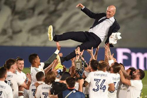 Các học trò tung hứng Zidane