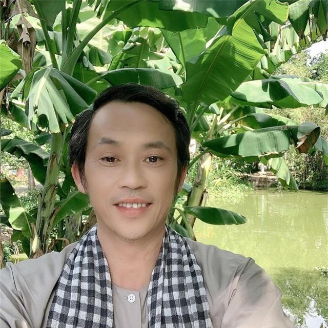 Hoài Linh mệt vì lịch quay phim Tết dày đặc - Ảnh 1.