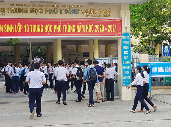 Sáng nay, tại Đà Nẵng bắt đầu diễn ra kỳ thi tuyển sinh lớp 10 THPT năm học 2020 – 2021 (Ảnh: HC)