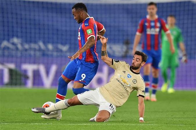 Fernandes đã có 2 đường chuyển lỗi liên tiếp ở trận gặp Palace và suýt khiến M.U phải chịu bàn thua