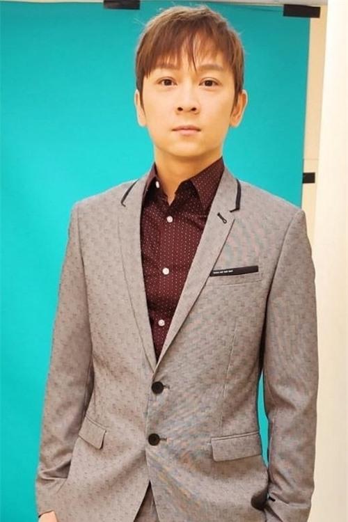 Lớp diễn viên của TVB do nghệ sĩ Đặng Trí Kiên giảng dạy tạm dừng hoạt động. Nam nghệ sĩ cùng hơn 10 học viên đều phải làm xét nghiệm.
