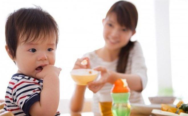 Trẻ bị ốm: Kiêng tắm cho trẻ có cần thiết hay không? - Ảnh 3.