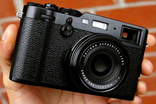 1. Fujifilm X100F (giá: 1.299 USD).