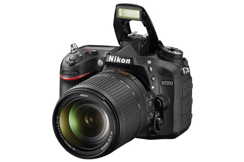 2. Nikon D7200 (giá: 990 USD).