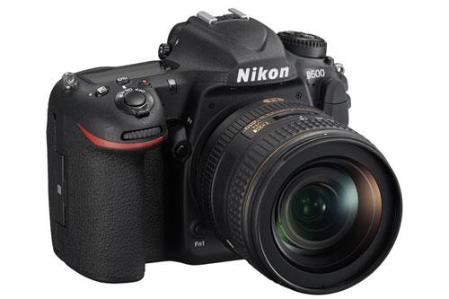 3. Nikon D500 (giá: 1.497 USD).
