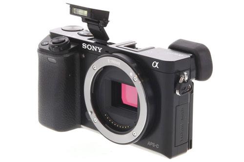 4. Sony Alpha A6000 (ILCE-600) (giá: 548 USD).