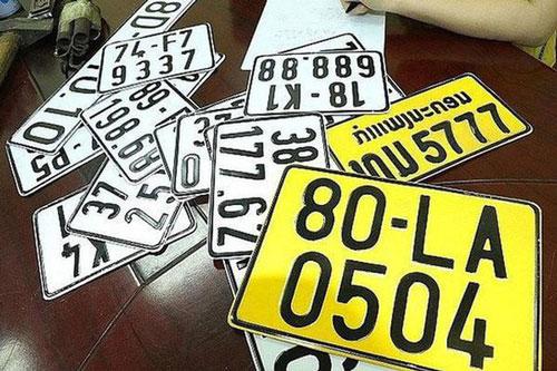 Từ 1/8, ô tô tải, xe khách, taxi phải đổi sang biển số màu vàng. (Ảnh: Vietnamnet)