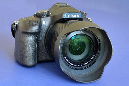 7. Panasonic Lumix DMC-FZ1000 (giá: 480 USD).