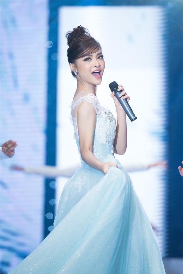 Dàn Hoa hậu, Á hậu sinh năm 2000 đọ dáng trong đầm công chúa - Ảnh 10.