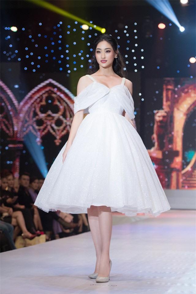 Dàn Hoa hậu, Á hậu sinh năm 2000 đọ dáng trong đầm công chúa - Ảnh 2.