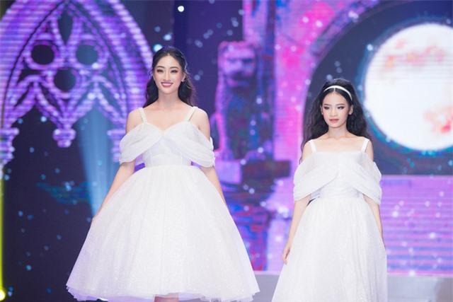 Dàn Hoa hậu, Á hậu sinh năm 2000 đọ dáng trong đầm công chúa - Ảnh 3.
