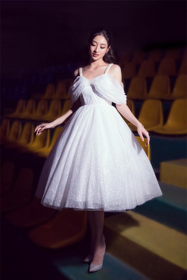 Dàn Hoa hậu, Á hậu sinh năm 2000 đọ dáng trong đầm công chúa - Ảnh 4.