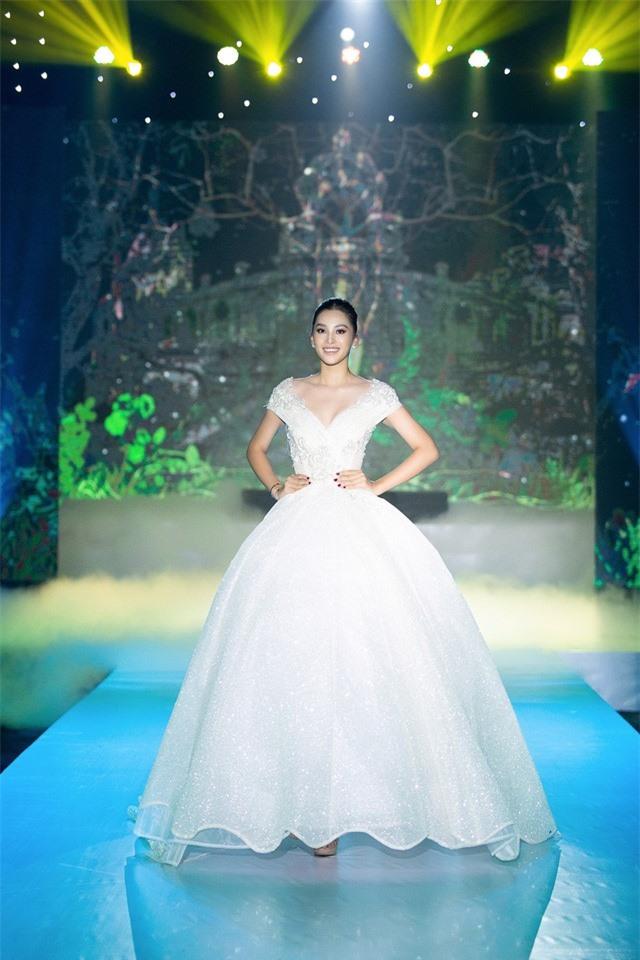 Dàn Hoa hậu, Á hậu sinh năm 2000 đọ dáng trong đầm công chúa - Ảnh 6.