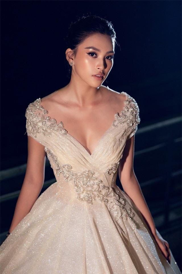Dàn Hoa hậu, Á hậu sinh năm 2000 đọ dáng trong đầm công chúa - Ảnh 8.