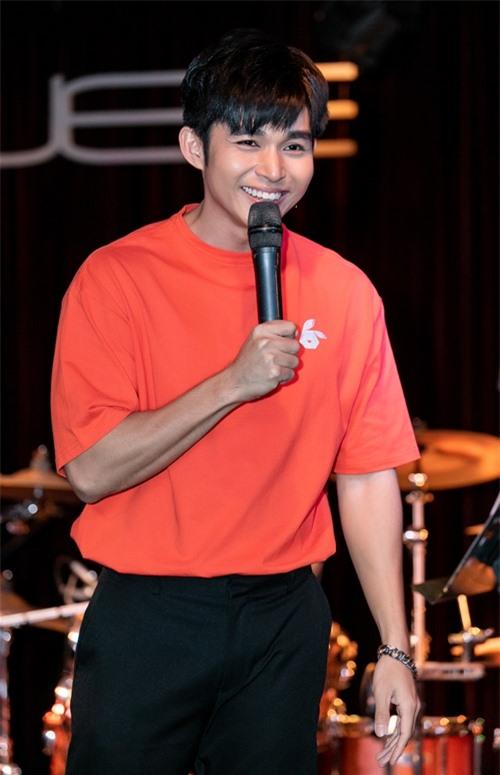 Trong mini show, Jun Phạm hát lại nhiều hit cũ như Hai bàn tay, Kể từ ấy, Đã từng là chúng ta... và trổ tài hát tiếng Hoa, tiếng Nhật với hai ca khúc kinh điển Ánh trăng nói hộ lòng tôi và Anh chỉ quan tâm em.