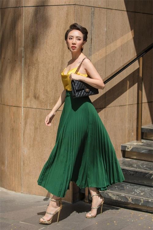 Ở series mới, Thu Trang mời bé Kim Thư - sao nhí đóng con gái cô trong Nắng 1, Nắng 2 cùng Huỳnh Lập, Võ Cảnh và nhiều nghệ sĩ nổi tiếng tham gia diễn xuất.