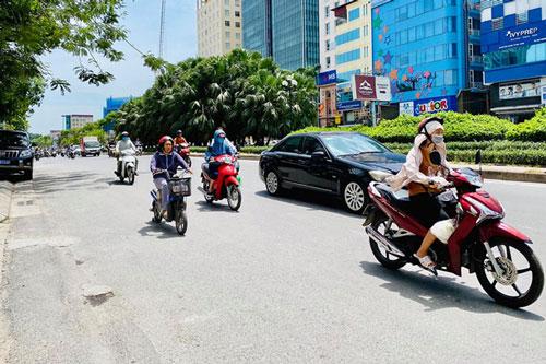 Nắng nóng kéo dài tại Thủ đô Hà Nội. (Ảnh: Duy Phương)