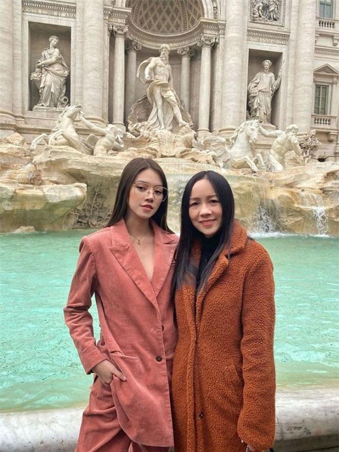 mẹ của Jolie Nguyễn 2