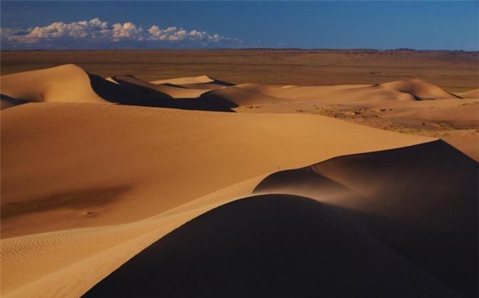Khí hậu khắc nghiệt ở sa mạc đã khiến sức khỏe Tần Thủy Hoàng kém đi.