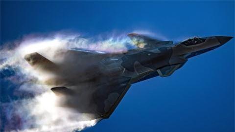 Tiem kich tang hinh J-20 bay voi dong co cua Su-35
