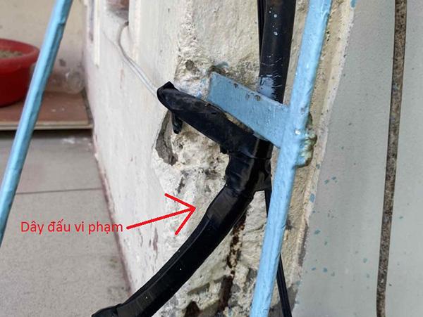 mổ cáp và đấu trực tiếp để sử dụng điện không qua đo đếm