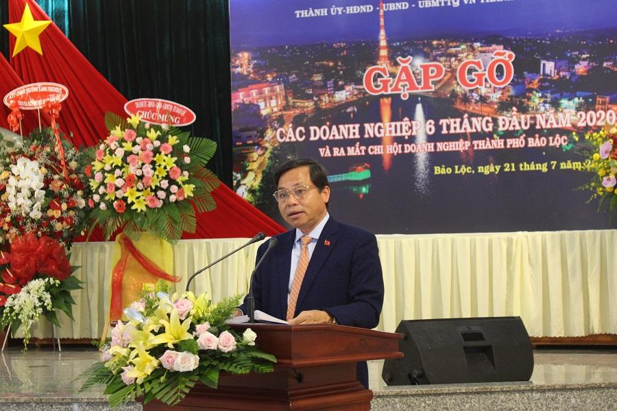UVBTV Tỉnh uỷ, Bí thư Thành uỷ Bảo Lộc phát biểu chào mừng và chỉ đạo tại buổi ra mắt Chi hội Doanh nghiệp TP. Bảo Lộc.