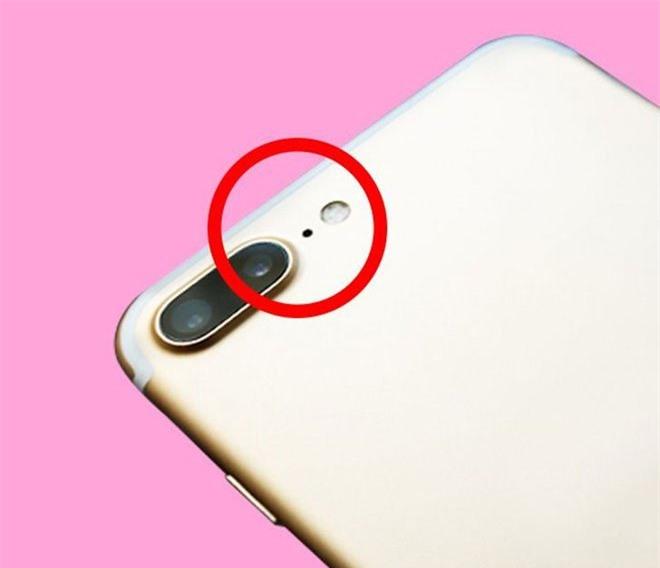 Cái chấm đen nhỏ trên điện thoại iPhone này để làm gì?