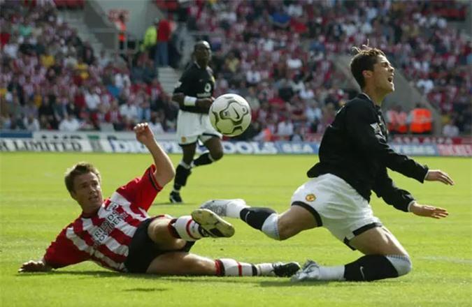 Ronaldo cũng thường xuyên bị phạm lỗi