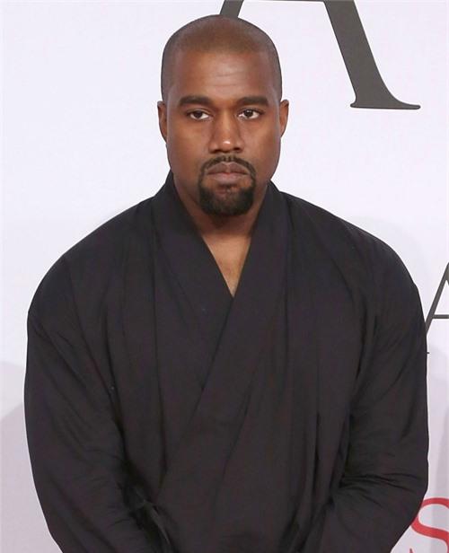 Kanye West liên tục đăng đàn chỉ trích vợ.