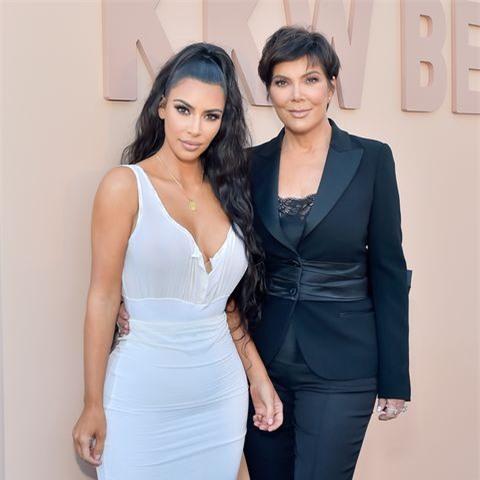 Kanye tố cáo Kim và mẹ vợ là những người tôn trùng chủ nghĩa người da trắng thượng đẳng.