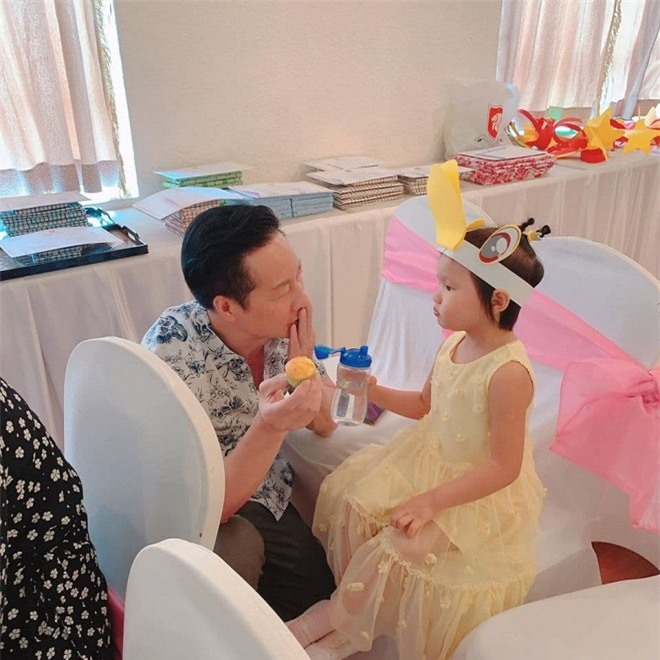 chồng Phan Như Thảo chiều con 4